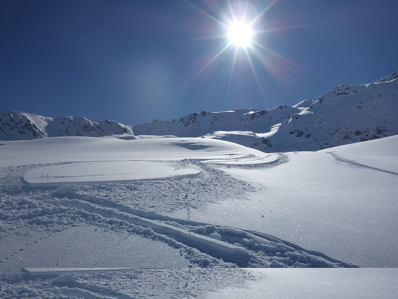 Powder | Ski School | Andermatt | Freeriding | Guiding | Ski Camp | Private Lessons | Skiarena Andermatt-Sedrun-Disentis