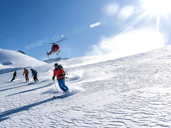 Heli-skiing Hüfifirn; mountain guide; off-piste skiing; powder skiing;Andermatt to Erstfeld; Ski Academy Andermatt with our partner Swiss Helicopter; transfer included