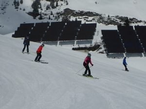 Learn to Ski Camp with Ski Academy in Andermatt; first-timers; Ski Camp for Adults; group lesson; skiing; beginners;