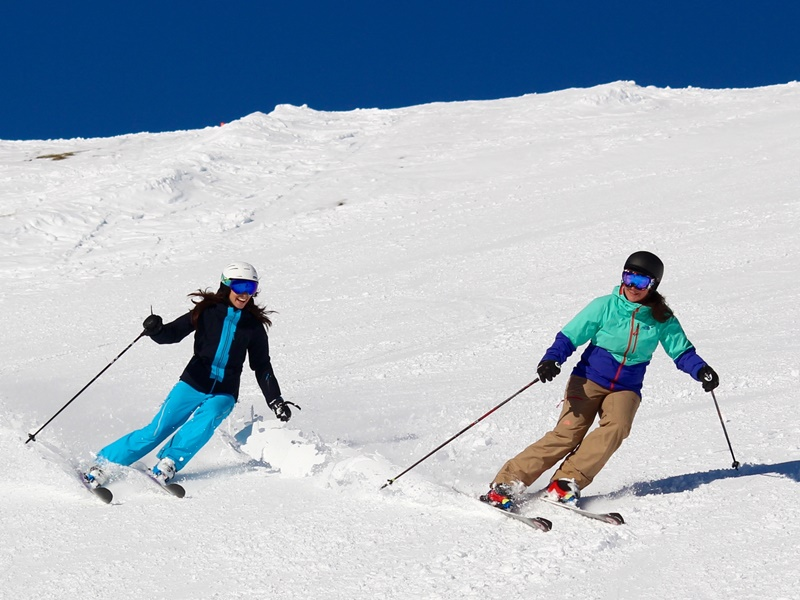 First Women's Ski Camp in Andermatt; Weekend Escape; Ski Academy; Highlight; International Women's Day 2020; Each for Equal; from Women for Women; ski school; lead by women; female ski instructors