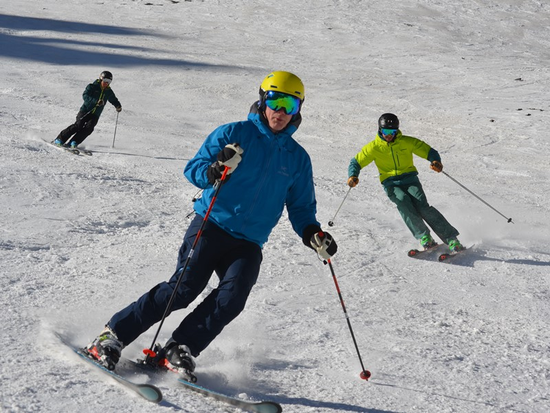 Adult Ski Camps in Andermatt; Ski Academy; Performance skiing; improve your skiing; short turns; bumps and crud; off-piste skiing; ski technique; best ski instructors;