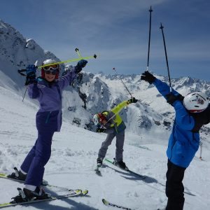 Ski and English Camp for Teens; Ski Camp Andermatt; Ski Academy; sun and snow; learn to ski; improve your ski and english skills; endless fun; ski with peers;