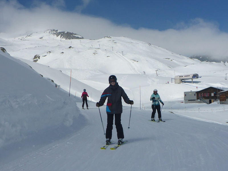 Learn to Ski Camp with Ski Academy in Andermatt; Beginners; Go with a Pro; Build confidence; Pizza and French fries; Disentis; SkiArena Andermatt-Sedrun-Disentis;