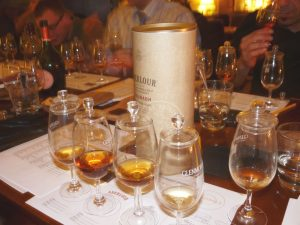 Whisky & Ski; Event; Ski Academy Andermatt; Whisky Tasting; Groups; Corporate function; Culinary highlight; Andermatt; Skiing;