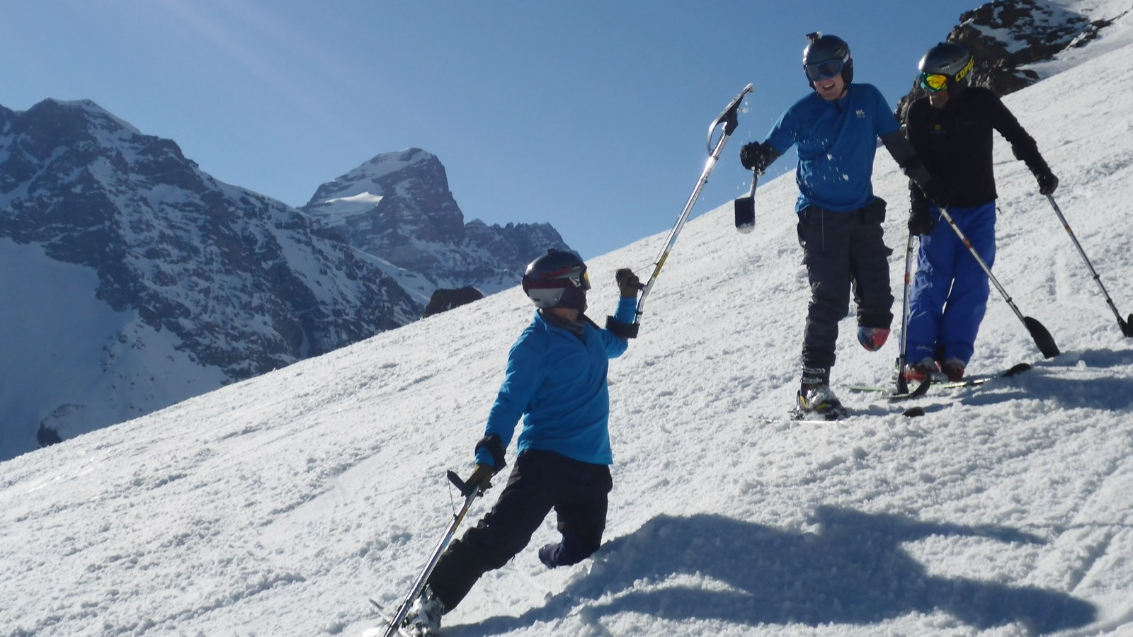 Adaptive Ski Lessons in Andermatt; Ski Academy; Go with a pro; skiing with outriggers; handicapped skiers; learn to ski; best ski school in Andermatt