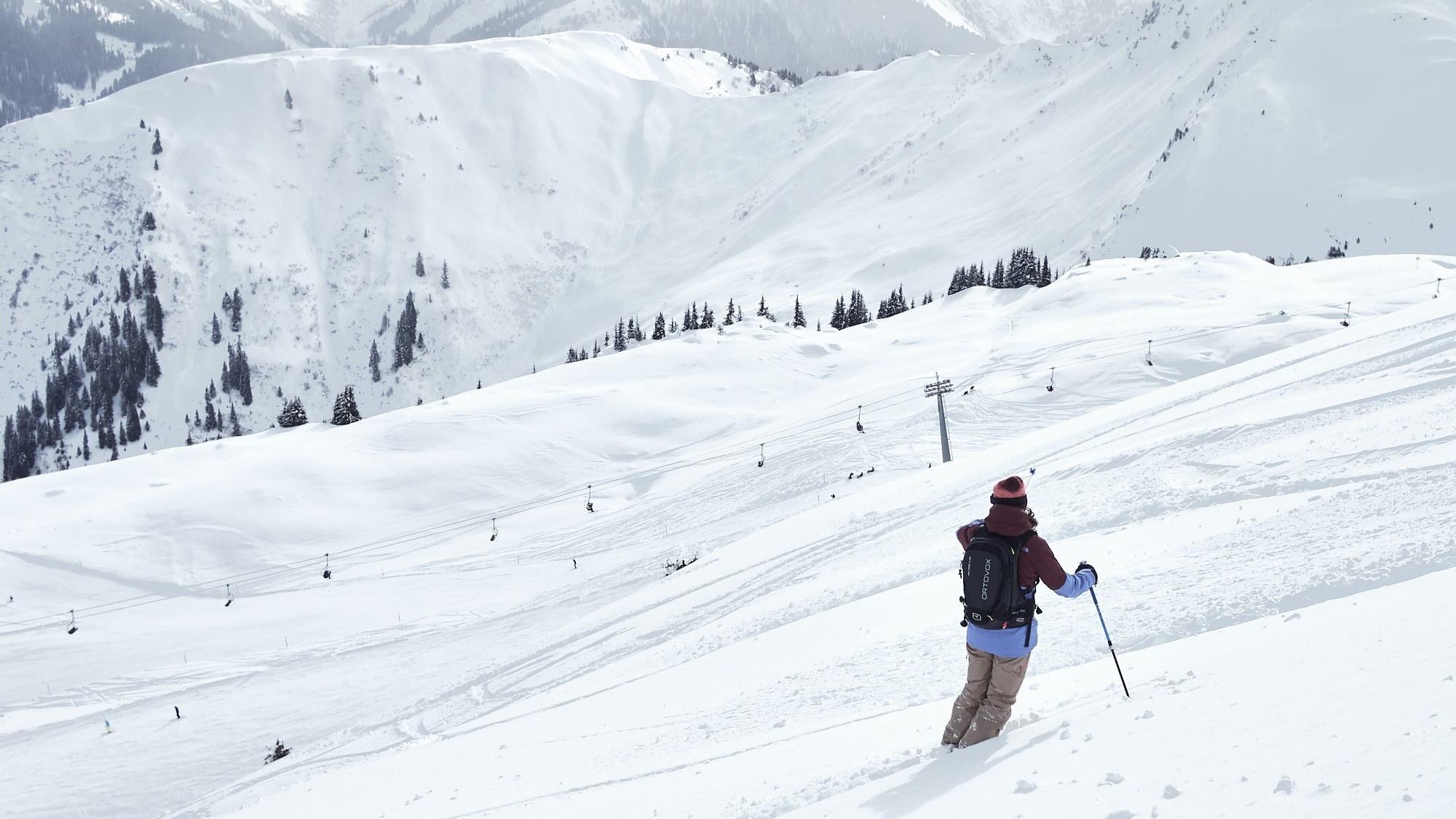 Guiding; Ski Academy Andermatt; Discover Disentis; Powder; off-piste; SkiArena Andermatt-Sedrun-Disentis; best ski school;