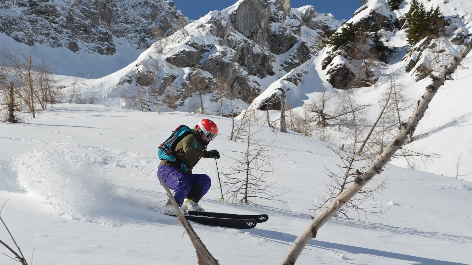 Offpiste skiing with SKi Academy in Andermatt; best ski school in Andermatt; Skiarena Andermatt-Sedrun-Disentis; powder; guiding; mountain guides; ultimate adventure; tree-skiing; Explore Airolo; powder pig;