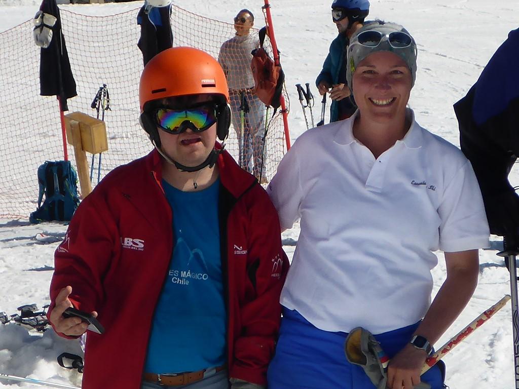 Adaptiver Skiunterricht in Andermatt; für Schüler mit Lernbehinderung; Down Syndrom; Asperger; speziell ausgebildete, erfahrene SkilehrerInnen; Skifahren mit Behinderung; go with a pro; Ski Academy; Andermatt; Learn to ski or ride