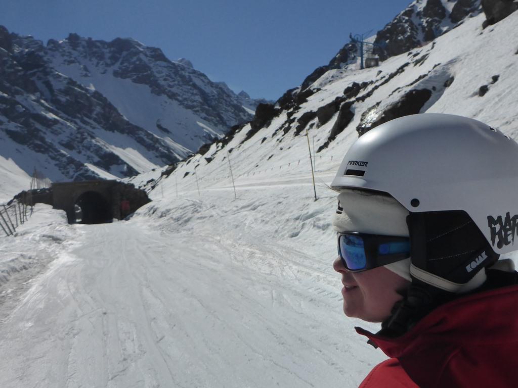 Adaptiver Skiunterricht in Andermatt; Ski Academy; mehr Spaß auf der Piste; Skifahren mit Behinderung; Skifahren für alle; Inklusion auf der Piste; Downsyndrom; Asperger; speziell ausgebildete Skilehrer;