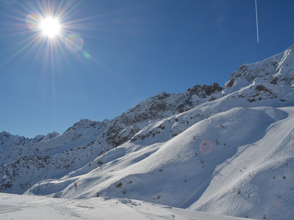 Ski Academy excursion to sunny Airolo; Ski Ticino; ultimate adventure; ski la dolce vita; sunshine and powder; ski guiding; best snowsports school in Andermatt; go with a pro;