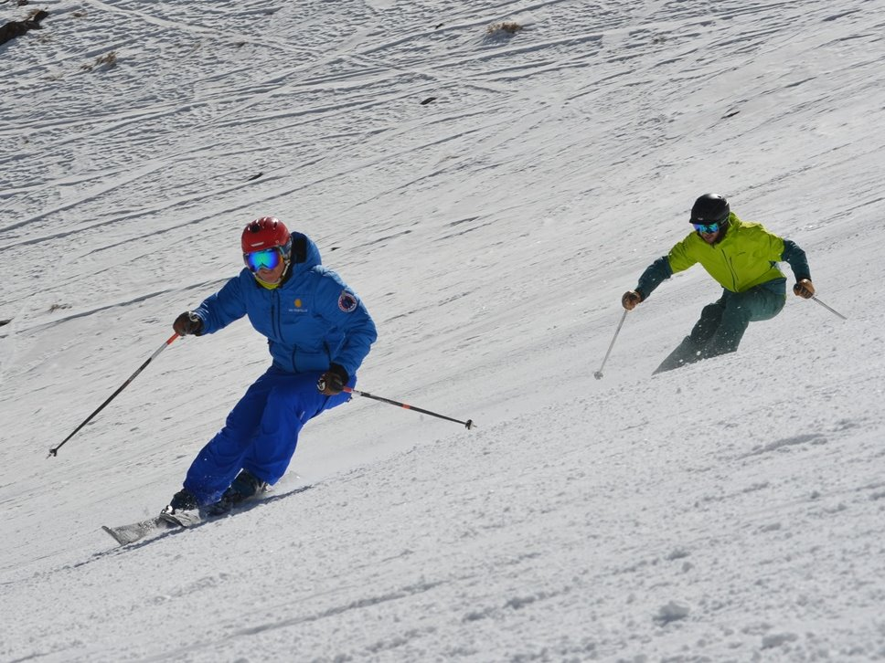 Private Ski Lesson; Endless fun; Ski Academy Andermatt; Learn to Carve; go with a pro;
