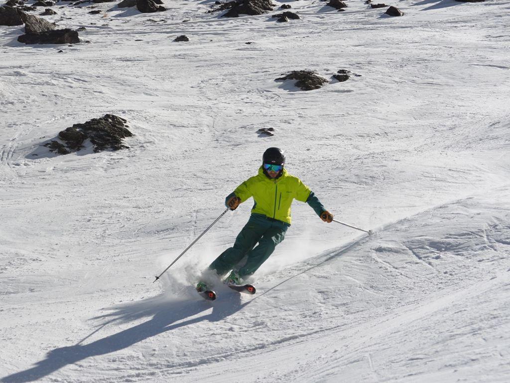 Expert Skier; Off-piste; Andermatt; Ski Academy; Guiding; Perfomance Ski Camp; Ski Technique; Bumps; Crud; Steeps; Carving; Best Ski School;