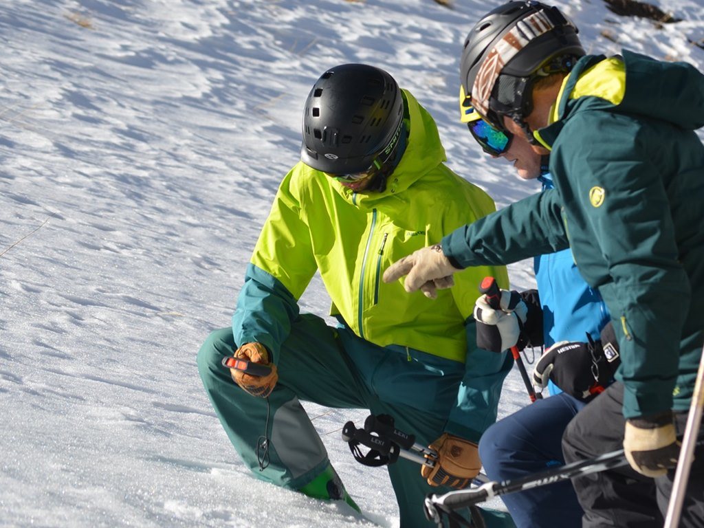 mountain safety course with Ski Academy in Andermatt; snow safety; LVS; beacon training; avalanche safety course; risk awareness; search and rescue; official mountain guides; go with a pro; reduce your risk