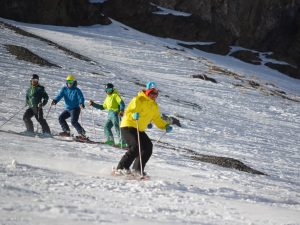Performance Ski Camp; Ski Academy Andermatt; Crud; Off-piste; Steep Skiing; Improve your ski technique; adult groups;