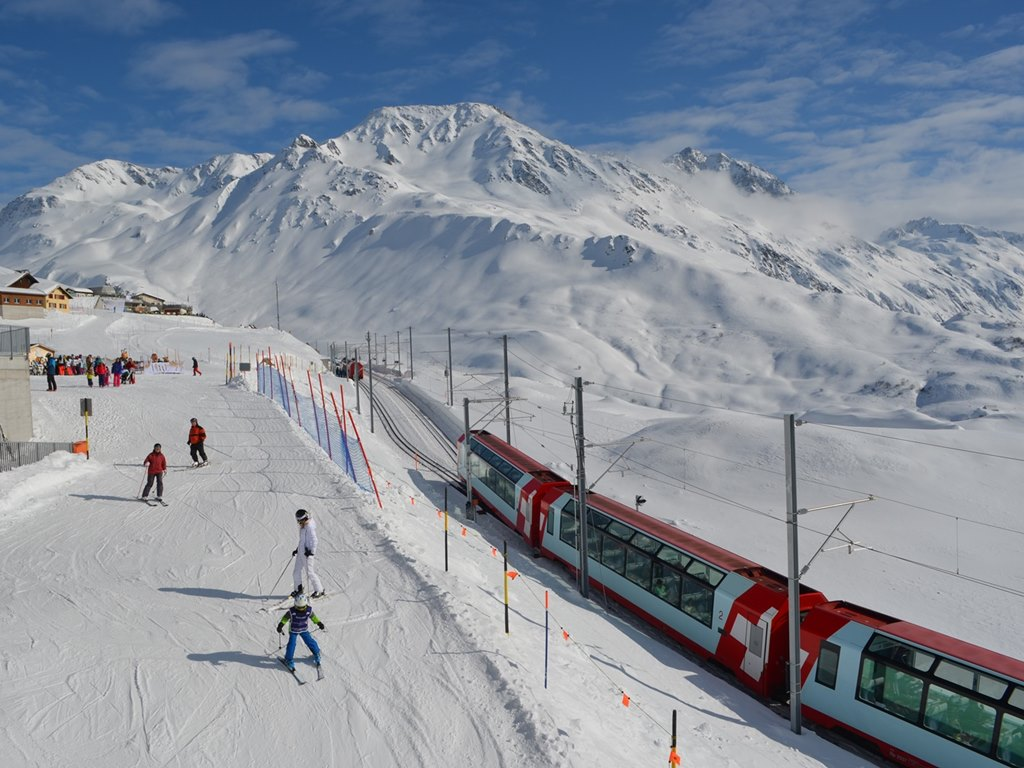 Glacier Express passing by the slopes; Ski Academy Andermatt; Skiarena Andermat-Sedrun-Disentis; Apres-Ski train; excursions to Disentis, Airolo, St. Moritz; go with your favorite ski instructor; best ski school in Andermatt; ski guiding; group events; sun and snow;