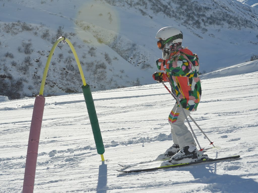 Private ski lesson for Kids in Andermatt; Ski Academy Andermatt; Learn to ski; beginner area Realp; endless fun; patient instructors; kids-friendly; snowsports adventures;