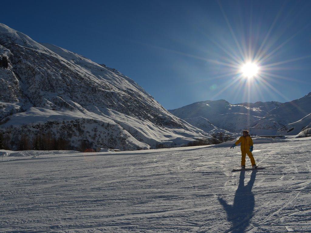 Privater Snowboard-Unterricht mit Ski Academy Andermatt; beste Ski- und Snowboardschule in Andermatt; fantastische SchneesportlehrerInnen; Snowboarden lernen; learn to ride; go with a pro;