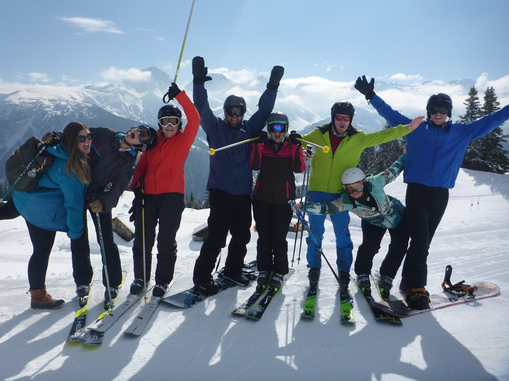 Entdecke Disentis mit der Ski Academy; Ski Camps für Erwachsene; Whisky und Ski; Ski und Wein Woche; Gruppenkurse; group lessons; ski guiding service; ultimate adventure; apres-ski train; MGB; ski with your favorite instructor; ski with your friends; go with a pro;