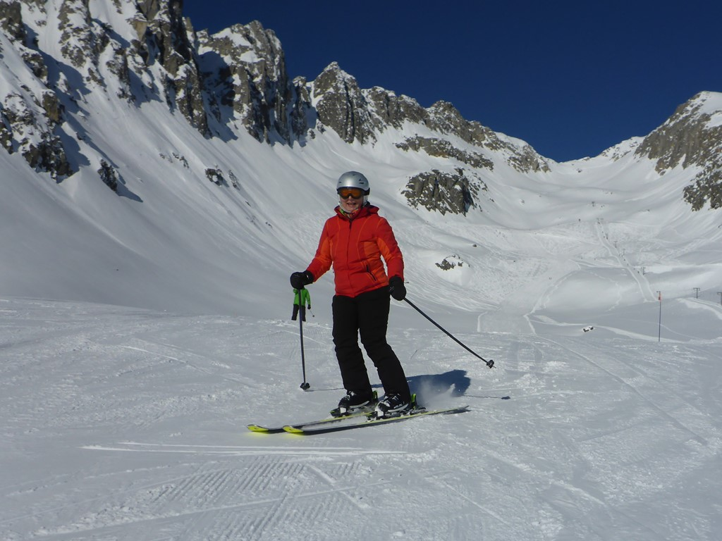 Private Ski Lessons in Andermatt; Adult ski lessons; Discover Disentis; Ski Academy Andermatt; Go with a Pro; sun and snow; MGB; Women's Ski Camps; bluebird day