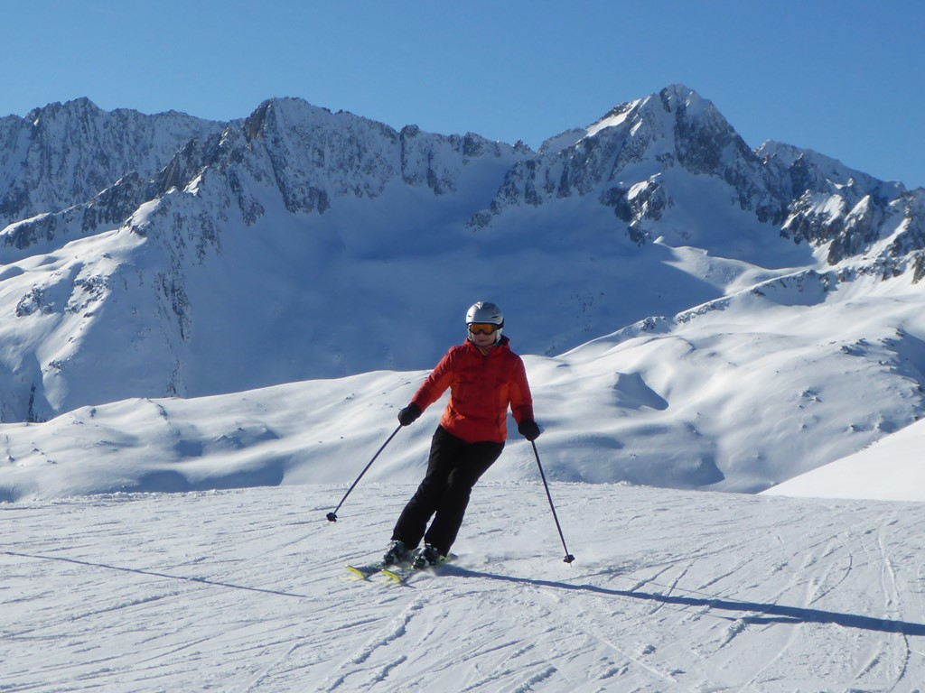 Private Ski Lessons for Adults; Ski with Andermatt's best ski instructors; Go with a Pro; Ultimate Adventure; Endless Fun; Discover Disentis; Sunshine and Mountains