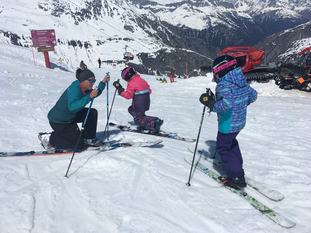 Telemark lessons with Ski Academy in Andermatt; free your heel; kids telemark lessons; private ski lesson; go with a pro; Freeheelers Andermatt; Freeheel and Chill; Learn to ski; improve your skills; best ski school in Andermatt