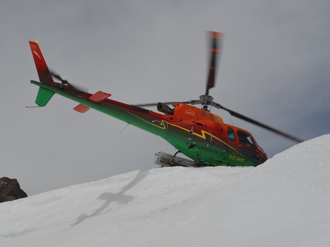 heli-skiing; Andermatt, Sustenlimmi; flying