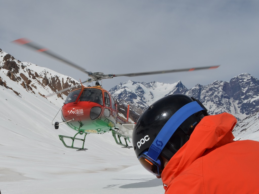 Heli-skiing with Ski Academy Andermatt and Swiss Helicopter; ultimate adventure; go with a pro; breathtaking views of the Urner Alps and pass roads; panorama flights; glacier world; experienced mountain guides;