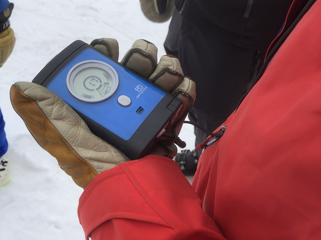 Search and Rescue training; avalanche beacon; mountain safety course; Ski Academy; safety first; ski touring; LVS;