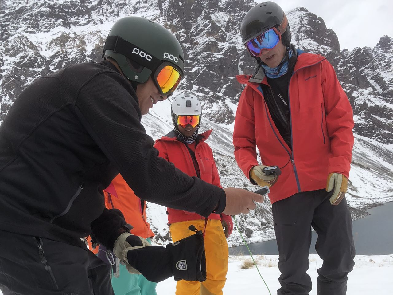 Avalanche Safety Course by Ski Academy in Andermatt; better safe than sorry; reduce your risk; play it safe; off-piste skiing; freeriding; powder skiing; go with a pro; know your risk; mountain guides in Andermatt; mountain safety course;