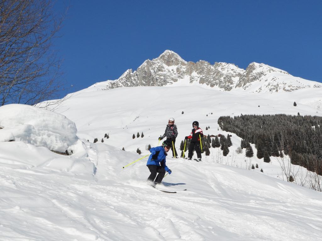 Ski Camps für Teenager in Andermatt; Ski und Englisch Camp; Sonnenschein und Pulverschnee; Beste Schischule in Andermatt; Ski Academy Andermatt; Skifoan; Skifahren; Ultimate Adventure; Endless Fun