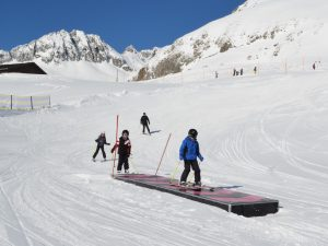 Ski & English Camps for Teens; Ski Academy Andermatt, Improve your Ski & English skills; More fun starts here; go with a pro; best ski school in town; Ski Camp;