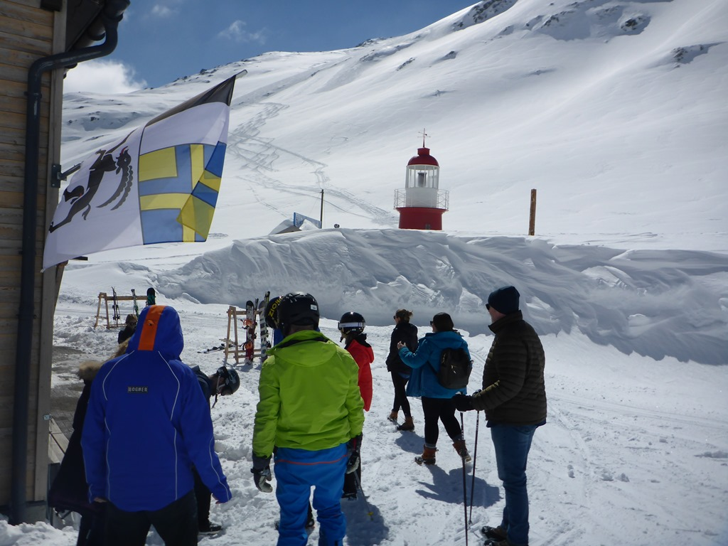 Team-building events with Ski Academy Andermatt; corporate events; snowshoe hiking; fun events; ski races; sledding events; team challenges; scavenger hunt in Andermatt; Ski Academy your event partner in Andermatt