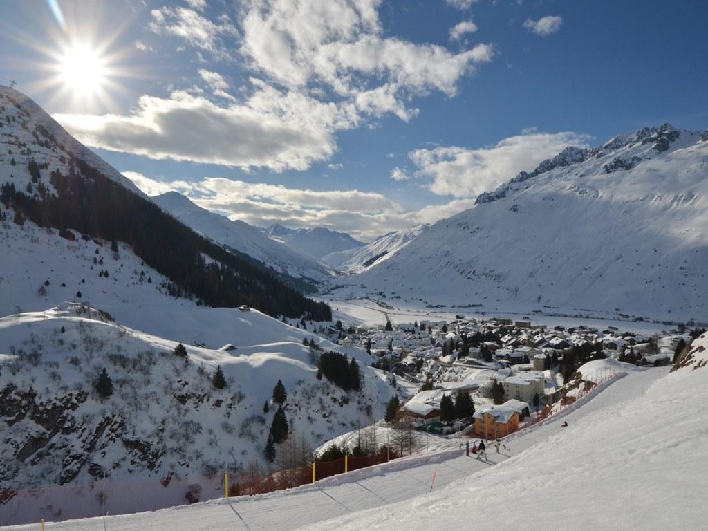 Andermatt; Ski Academy; Sledding; Events; Sunshine; guiding; Snow adventures; winter panorama;