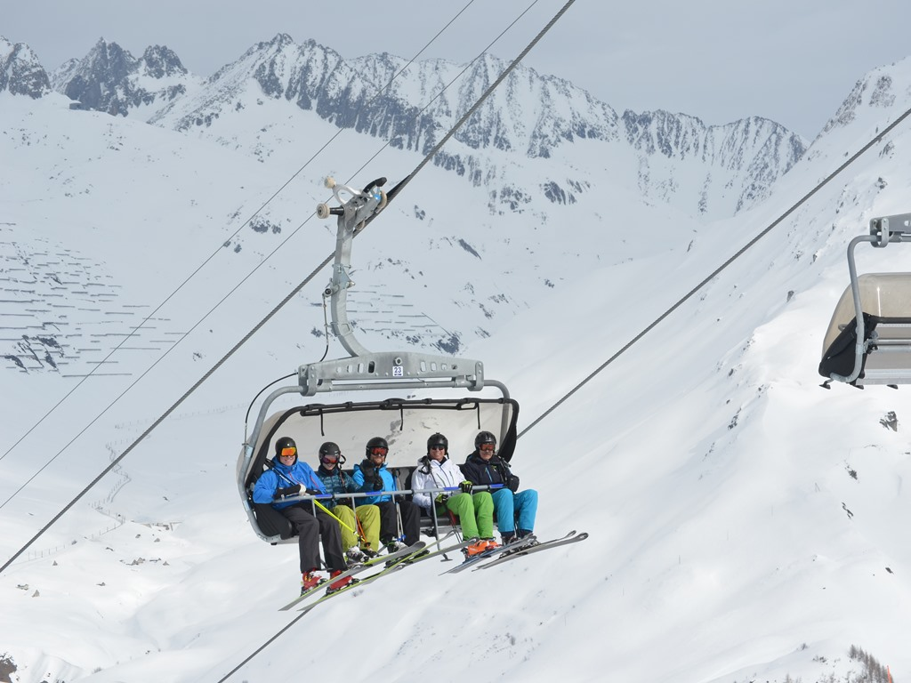 Gemsstock; Andermatt; Oberalpstock; Ski Academy; Ski Camps; ski lessons; experienced instructors;