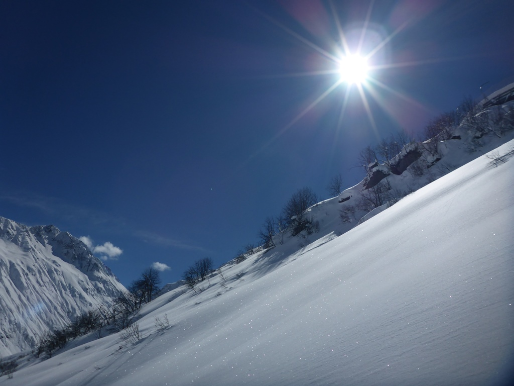 Powday; Andermatt; Skiarena; Ski Academy; best ski school; mountain safety course, off-piste; freeriding; guiding; sunshine and snow;