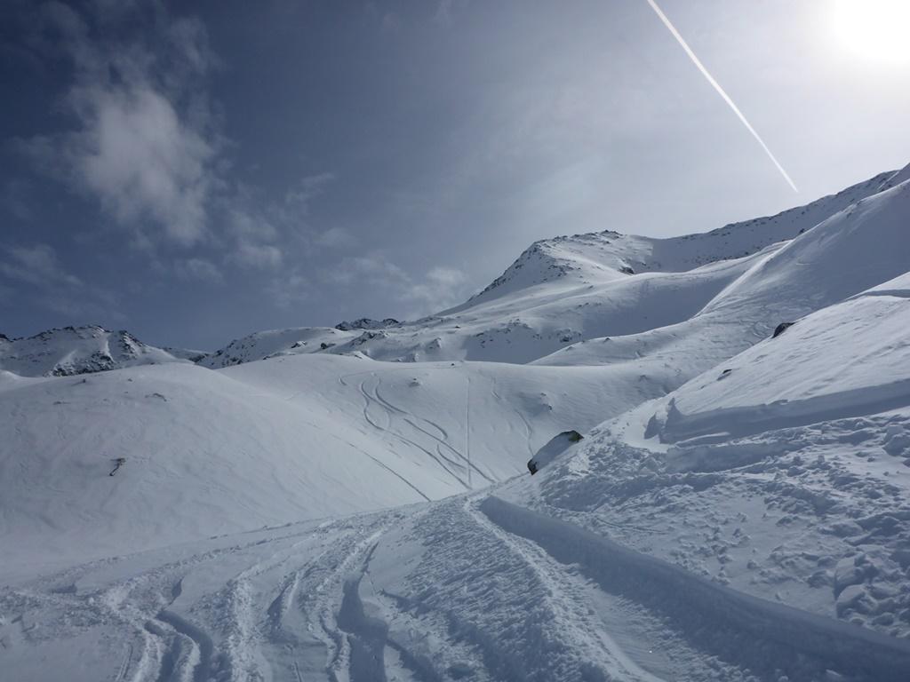Powder; Andermatt; Felsental; Avalanche Risk; Ski Academy; guiding; off-piste; risk awareness; mountain safety course;