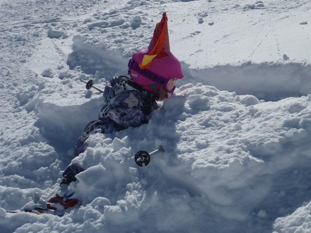 Powder Skiing with Ski Academy in Andermatt; powder skiing; off-piste, coaching, powder; kids; guiding; know your risk;