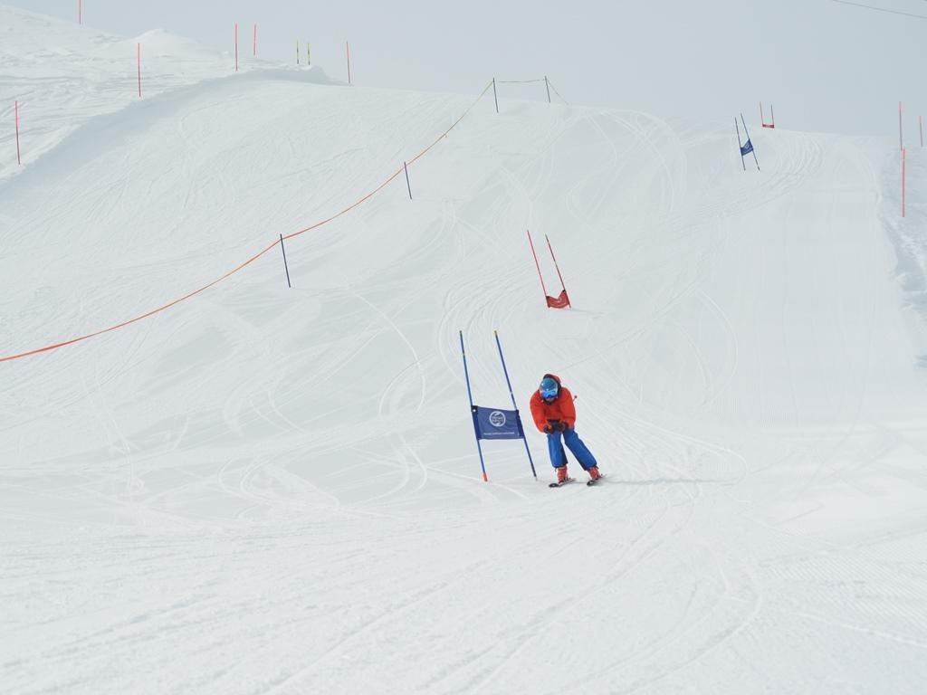 Ski Rennen; Events; Firmenanlässe; Team Building; Performance Ski Camp der Ski Academy Andermatt; Corporate events; team building; performance; ski camp; top ski school in Andermatt; Ski Academy