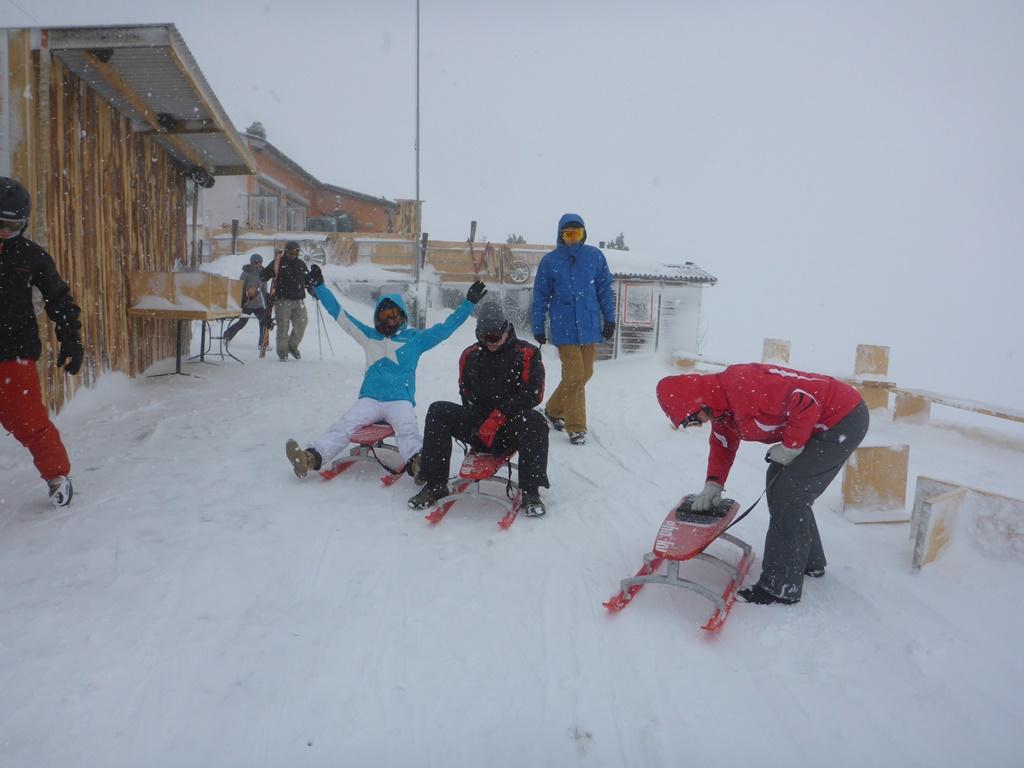 Schnee-Abenteuer und Firmenevents in Andermatt; Ski Academy Andermatt; Schlittelevents; Schlitten fahren; Schlittelpiste Nätschen; Rodelabend in Andermatt; Nachtrodeln;