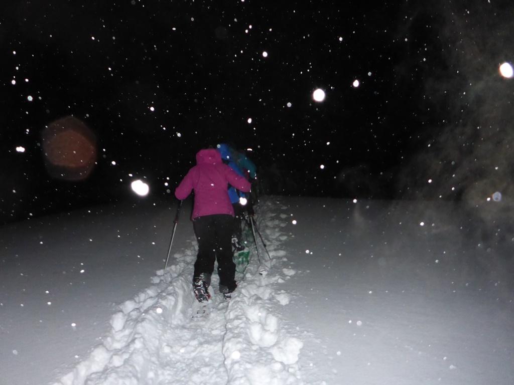 Snowshoe night hike in Andermatt; Ski Academy Andermatt; cold nights; Snow events; outdoor adventures; endless fun; corporate events; team-building; powder; evening event; Andermatt