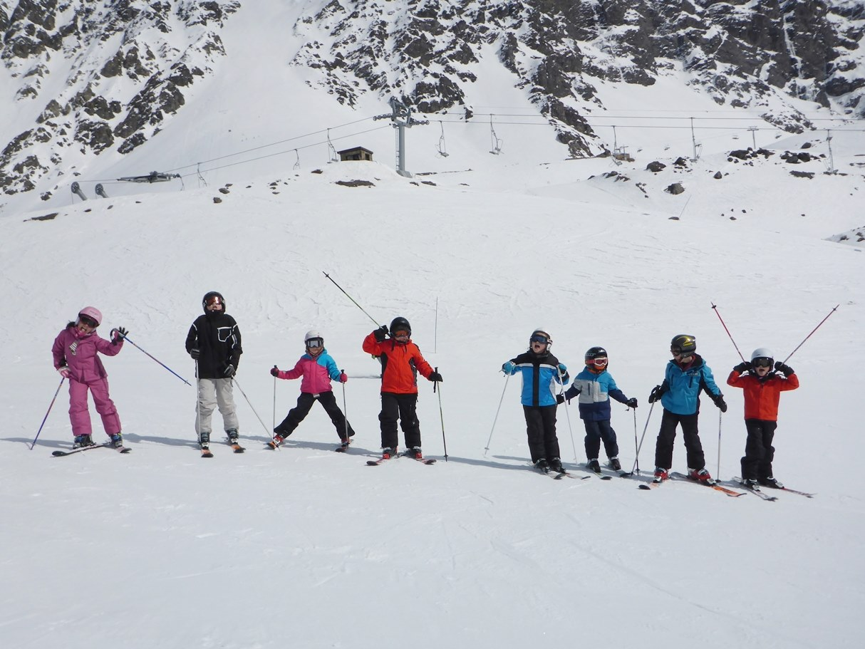 Ski Camps for Kids and Teens in Andermatt; Ski & Englisch Camp; Ski Academy is Andermatt's premier ski school; endless fun; safe learning environment; go with a pro; discover the whole SkiArena Andermatt-Sedrun-Disentis; more fun starts here;