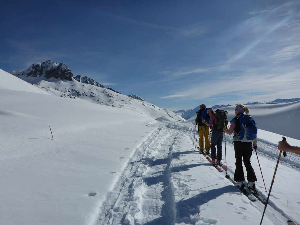 Ski Touring with Ski Academy in Andermatt; Schneehüenerstock; mountain guides; go with a pro; sustainable ski tourism; earn your turns; Andermatt; freeride skiing; off-piste;