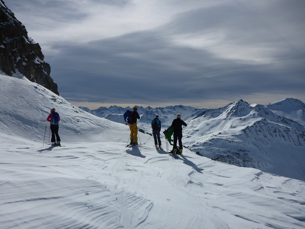 ski touring in Andermatt; Ski Academy, guiding, off-piste; powder; freeriding; skiing; coaching; breathtaking views; go with a pro; mountain guide